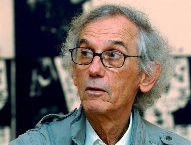 Una imagen de archivo con fecha del 23 de marzo de 2005 muestra al artista búlgaro Christo en el museo Museo D'Arte Moderna, en Lugano, en la exposición de Jean-Michel Basquait, Suiza.