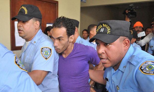 Tribunal dicta pena máxima a confeso asesino de pareja e hijastros