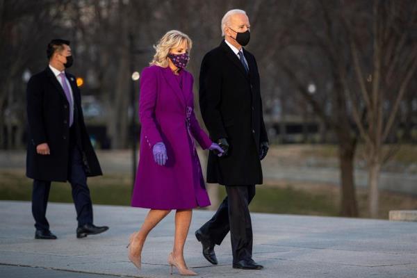 El presidente electo de Estados Unidos, Joe Biden, aterrizó este martes en la base aérea militar de Andrews (Maryland), en las afueras de Washington, donde este miércoles tomará posesión de su cargo.