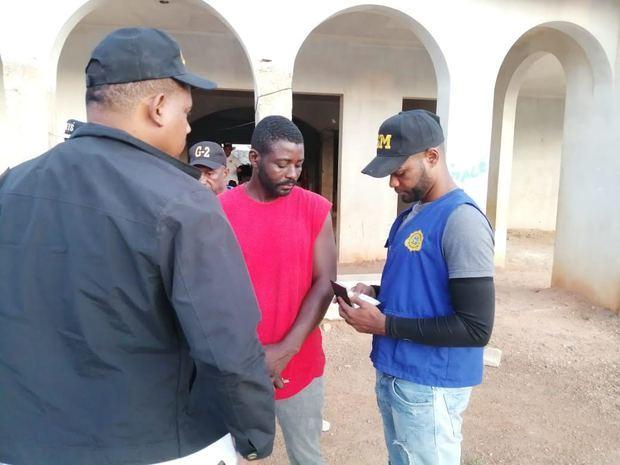DGM detiene mil 78 nacionales haitianos y deporta 895