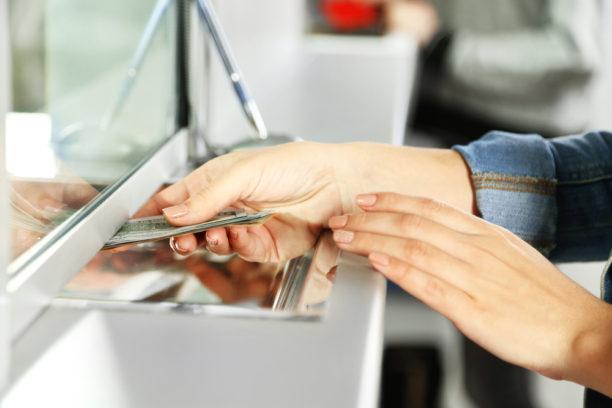 Bancos no podrán debitar dinero de cuentas sin la autorización del titular.
