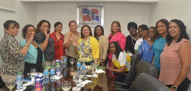 Mujercoop reconoce aportes de Coopfenatrasal al desarrollo de la mujer dominicana