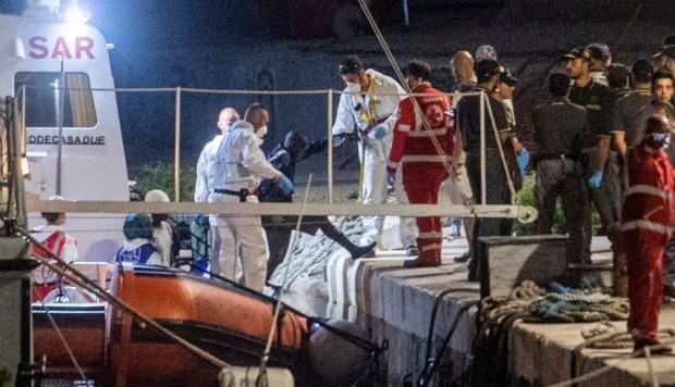 Ahora los migrantes esperarán en la isla italiana a ser trasladados a los países que los acogerán, algunos se quedarán en Italia y otros serán recibidos por Alemania, Francia, Luxemburgo y Portugal.