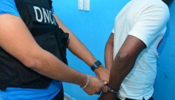 Arrestan a 323 personas en operaciones contra el microtráfico de drogas.
