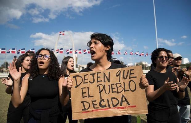 República Dominicana llama elecciones extraordinarias y vuelve al voto manual