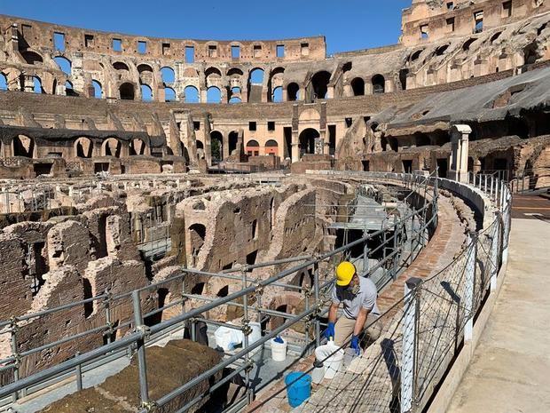 Vista del Coliseo de Roma, que reabre tras casi tres meses de cierre por él coronavirus. Italia continúa su desescalada de las medidas anticoronavirus y reabre algunas de sus principales joyas culturales, como los Museos Vaticanos o los Uffizi de Florencia, en espera de que vuelvan los turistas.-