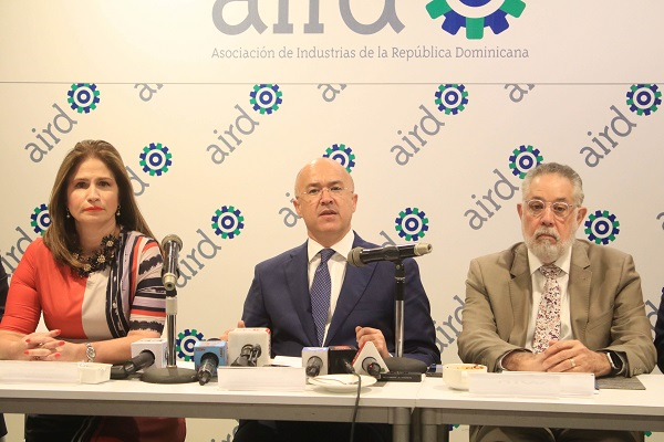 Domínguez Brito y directivos AIRD sostienen Conversatorio con el sector industrial
