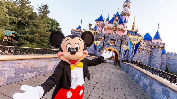 Disneyland reabre sus puertas tras más de un año cerrado en California.