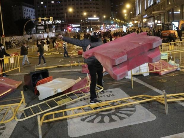 32 detenidos y 3 policías heridos por los disturbios en el centro de Madrid