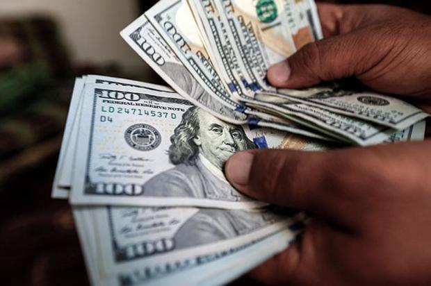 Los comerciantes están preocupados por bajas en las ventas y alza del dólar.