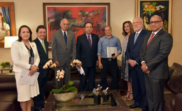 Junta Monetaria dona US$200,000 para salvar la vida de Andy Herrera