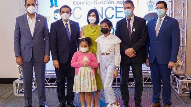 Primera dama anuncia construcción de una Unidad Oncopedriátrica en el Incart