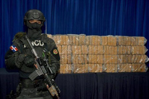Decomisan 140 paquetes de cocaína llegados al país en buque desde Colombia