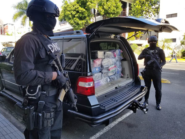 DNCD ocupa 144 paquetes presumiblemente cocaína en Puerto Caucedo