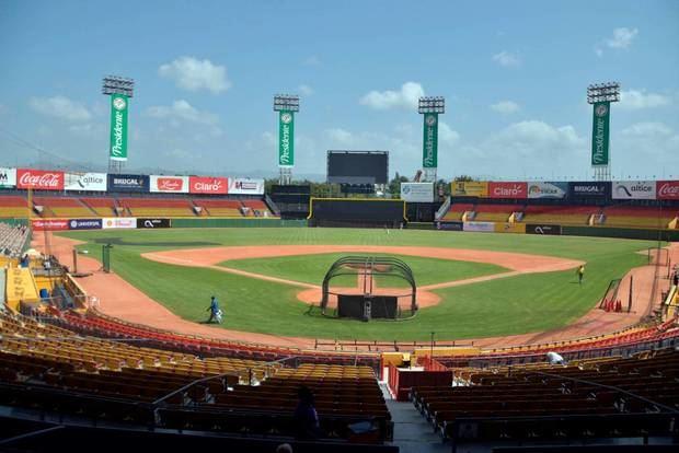 Fanáticos podrán vacunarse en los estadios de béisbol