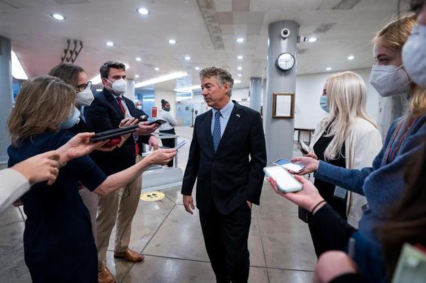 El senador republicano por Kentucky Rand Paul fue registrado este martes al hablar con la prensa.