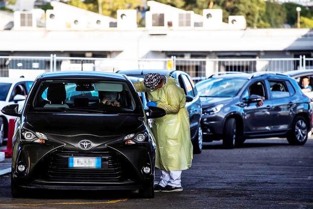 Los nuevos contagios en Italia superan los 5.000 por primera vez desde marzo