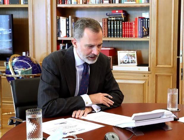 El rey de España conversa con la Estación Espacial Internacional