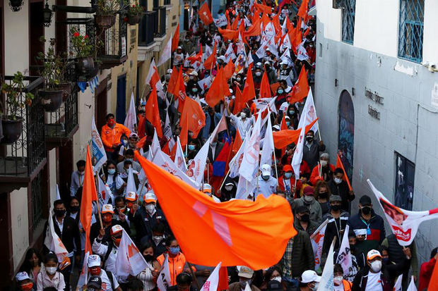 Ecuador va a las urnas con ideologías polarizadas y votantes desencantados