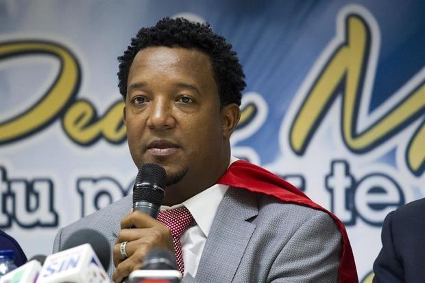 Martínez y 40 peloteros dominicanos ayudarán a su país por el coronavirus