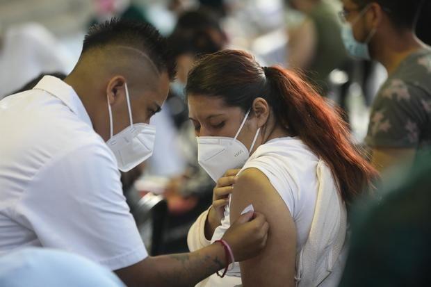 América supera el 40 % de vacunados completos y otras claves de la covid
