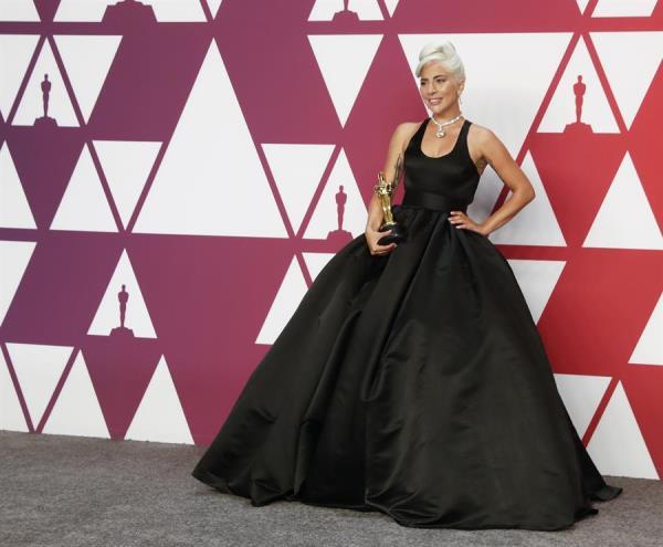 Lady Gaga, como Audrey Hepburn en los Oscar.