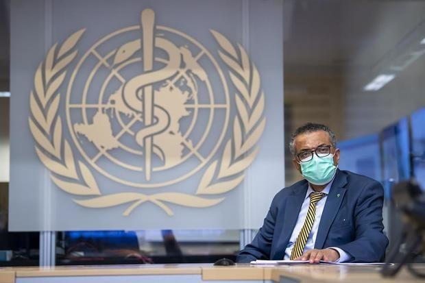 OMS pide que los países no se relajen pese al descenso global de casos