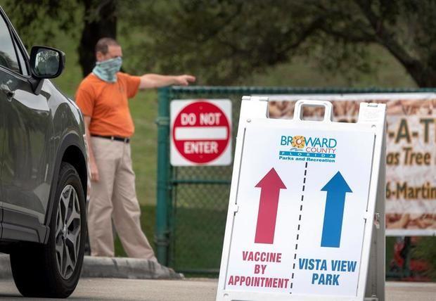 El gobernador de Florida promete acelerar la vacunación contra la Covid tras quejas en el suministro