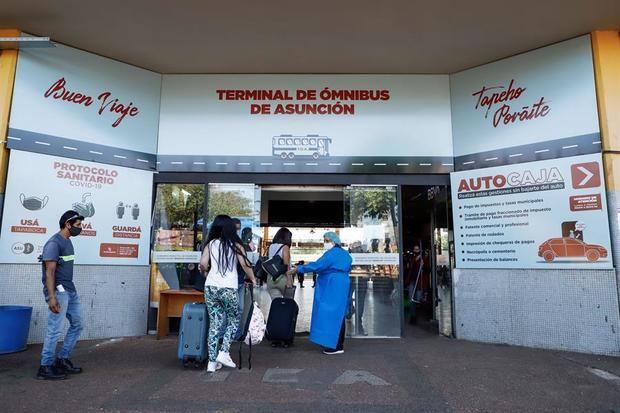 Paraguay acordó el año pasado con el fondo rotatorio de la OMS la provisión de al menos cuatro millones de vacunas para inmunizar a alrededor del 30 % de su población de siete millones en una primera etapa.