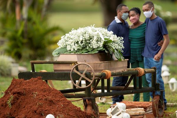Brasil pasa de las 540.000 muertes por covid-19 y los 19,3 millones de casos