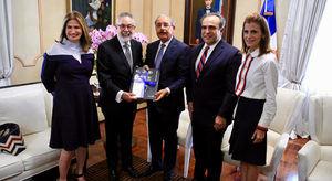 Medina recibe visita de junta directiva de AIRDMedina recibe visita de junta directiva de AIRD