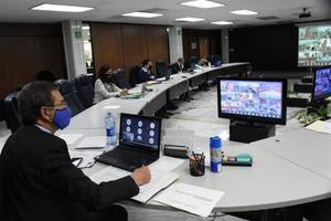 Fotografía cedida este miércoles por la Secretaría (Ministerio) de Educación Pública que muestra a su titular Esteban Moctezuma en un conferencia virtual en la Ciudad de México, México.