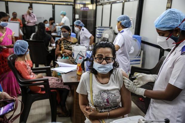 La India bate un nuevo récord de vacunación en plena bajada de casos de covid