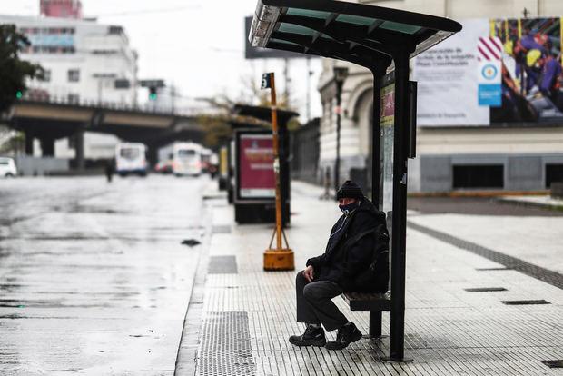 Argentina concluye nueve días de confinamiento ante el embate de la covid-19