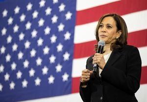Precandidata demócrata Kamala Harris mientras pronuncia un discurso, en Nashua, New Hampshire, EE.UU.