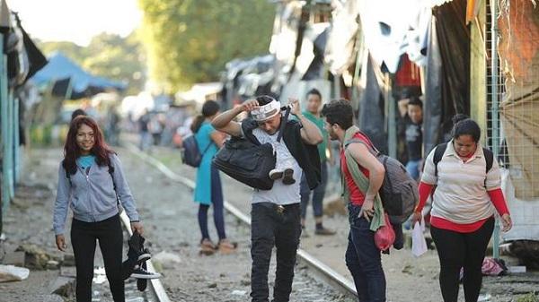 Llegan de México 150 inmigrantes hondureños de los que iban en la caravana a EE.UU.
