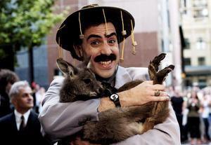 El cómico británico Sacha Baron Cohen caracterizado como Borat.