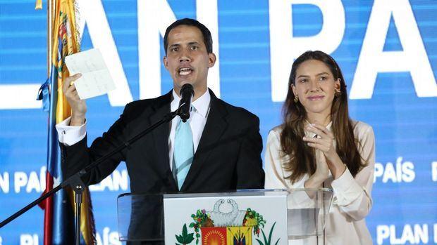 Venezuela se mantiene en tensa calma a la espera de llegada de Guaidó
