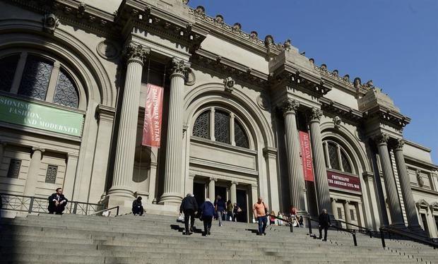 Vista de la entrada del Museo Metropolitano de Arte (Met) de Nueva York, EE.UU.