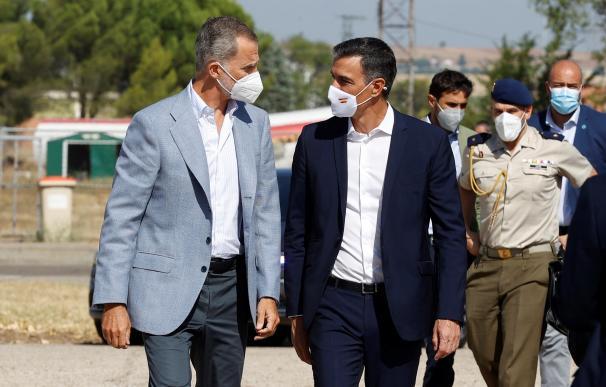 El rey y Sánchez visitan Torrejón, epicentro de la acogida de afganos