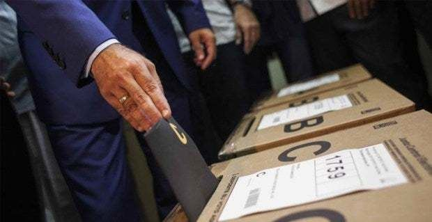 Juristas y políticos coinciden en la urgencia de modificar la Constitución para unificar las elecciones