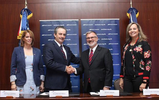 AMCHAMDR y Embajada de EEUU firman acuerdo para brindar servicios comerciales