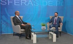 Licenciado Guillermo Julián es entrevistado por el periodista Federico Méndez, en el programa Esferas de Poder.