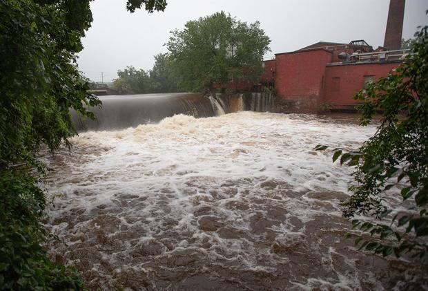 Henri pierde fuerza pero sigue amenazando el noreste de EE.UU. con lluvias