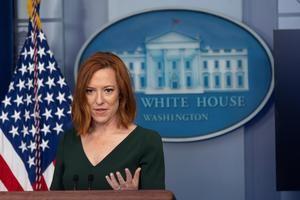La portavoz de la Casa Blanca, Jen Psaki, habla en conferencia de prensa en Washington, EE.UU.