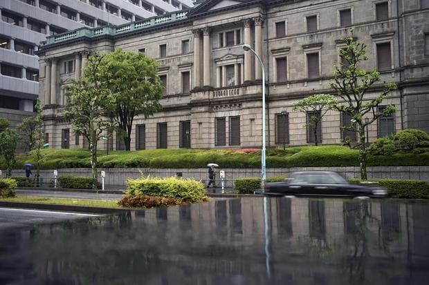 Vista de la sede del Banco de Japón (BOJ) en Tokio (Japón). l Banco de Japón apunta a más medidas para evitar la 'segunda Gran Recesión'.