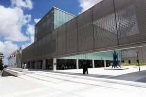 En la imagen un registro de la sede del Bacno de Desarrollo de América Latina (CAF), en Montevideo, Uruguay.