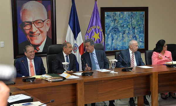 Pared Pérez seguirá al frente del Senado y Radhamés Camacho presidirá Cámara de Diputados