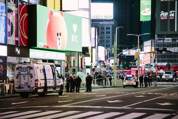 Disparan a dos mujeres y a una niña en Times Square y la policía busca al atacante