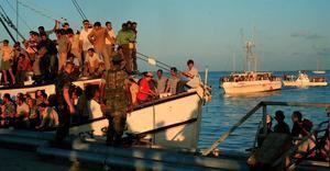 Foto de archivo de exiliados cubanos que llegan en barcos durante el éxodo del Mariel,en el que llegaron a Miami mas de 125.000 cubanos hace 25 años y tomó por sorpresa a las autoridades estadounidenses que no esperaban que la ola de refugiados fuera tan grande.